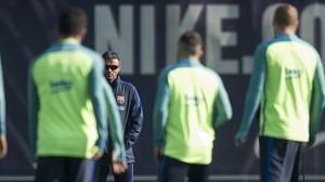 Luis Enrique observa a sus jugadores antes del duelo con el Leganés.