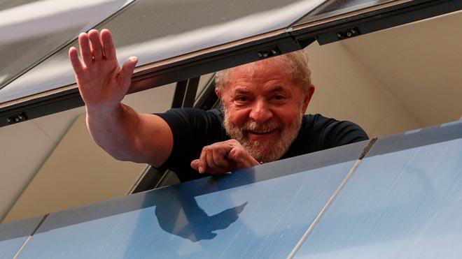 Lula da Silva sale de prisión para declarar en otro proceso por corrupción.