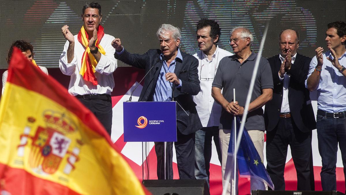 Mario Vargas Llosa, escriptor peruà i premi Nobel de literatura; Josep Borrell, exministre socialista i expresident del Parlament Europeu, iCarlos Jiménez Villarejo, exfiscal i eurodiputat per Podem.