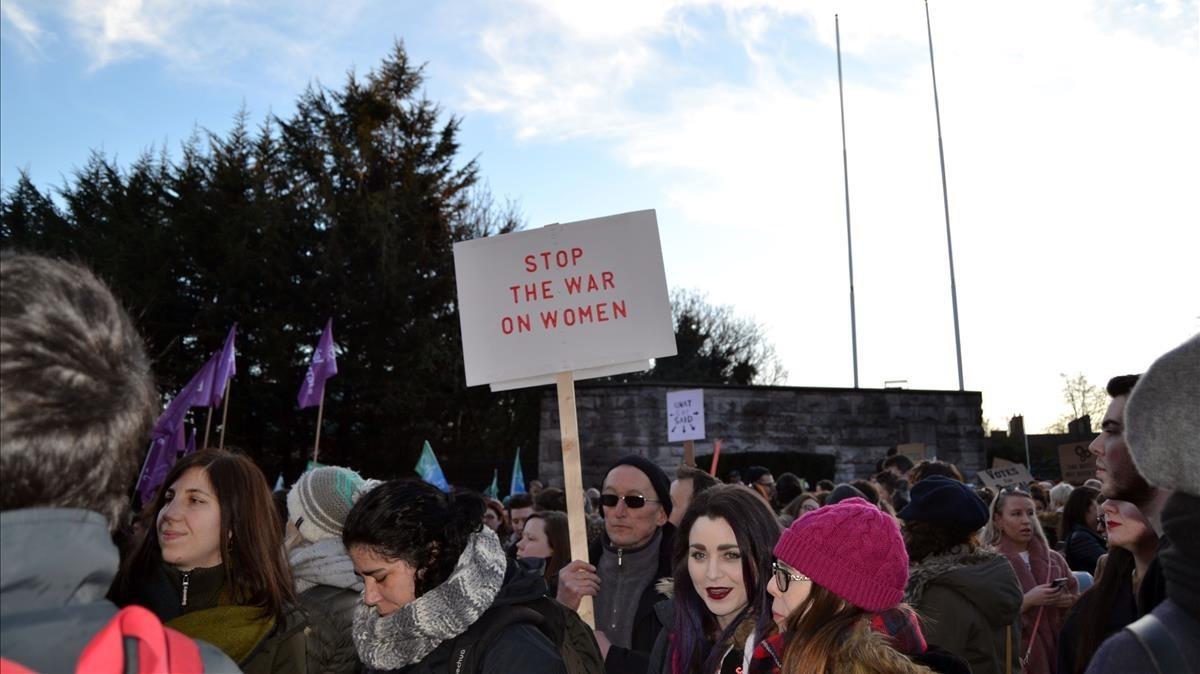Unas mujeres irlandesas protestan en defensa de sus derechos en las manifestaciones para legalizar el aborto al principio de este año.
