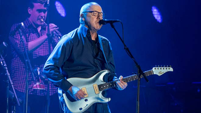 Mark Knopfler deja entrever que se retira de los directos en un exquisito concierto en Barcelona.