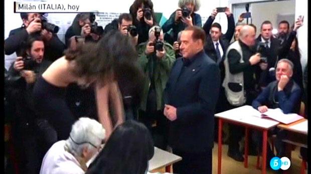 Berlusconi i lactivista de Femen (Tele 5).