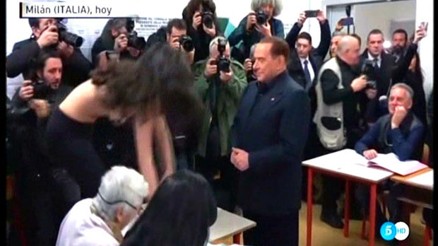 Berlusconi y la actvista de Femen (Tele 5).
