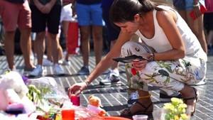 Muestra de duelo en La Rambla después de los atentados del 17 de agosto.