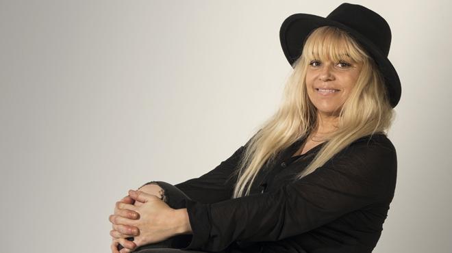 Cathy Claret interpreta en acústico 'Juste une petite chose' para EL PERIÓDICO.