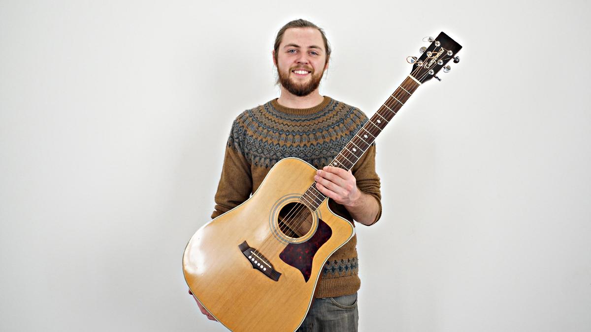 Matthew McDaid interpreta en acústico Whispering winds.