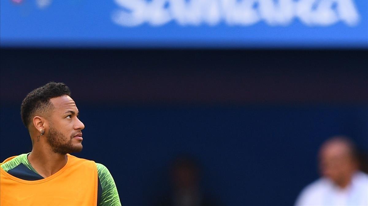 Neymar durante un entrenamiento en Rusia