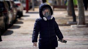Un niño con una máscara en Valdemoro (Madrid).