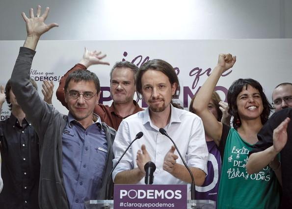 Pablo Iglesias saluda a simpatizantes de Podemos tras conocer los resultados de las elecciones europeas, en mayo del 2014.