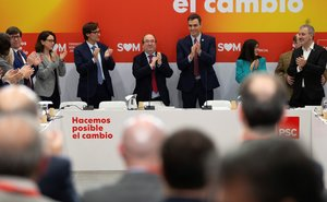 Pedro Sánchez, junto al líder del PSC, Miquel Iceta, y el ministro de Sanidad, Salvador Illa, el pasado 6 de febrero en Barcelona.