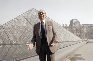 I.M. Pei, el arquitecto que creó la famosa pirámide de cristal del Museo Louvre.