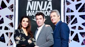 Pilar Rubio, Arturo Valls y Manolo Lama, presentadores de Ninja warrior.