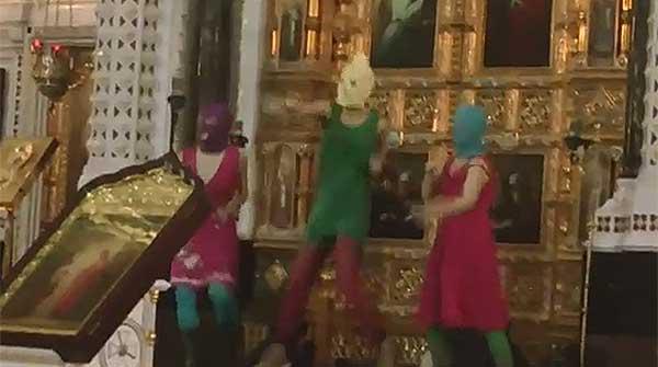 La polémica actuación del grupo ruso Pussy Riot en una iglesia ortodoxa de Moscú