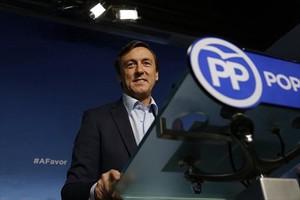 El portavoz del PP en el Congreso, Rafael Hernando, en rueda de prensa.