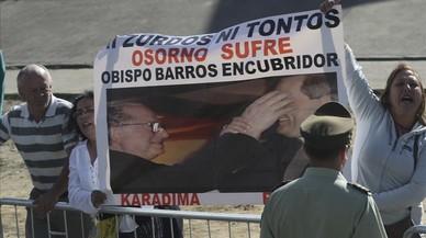 Francisco defiende al obispo acusado de encubrir abusos sexuales