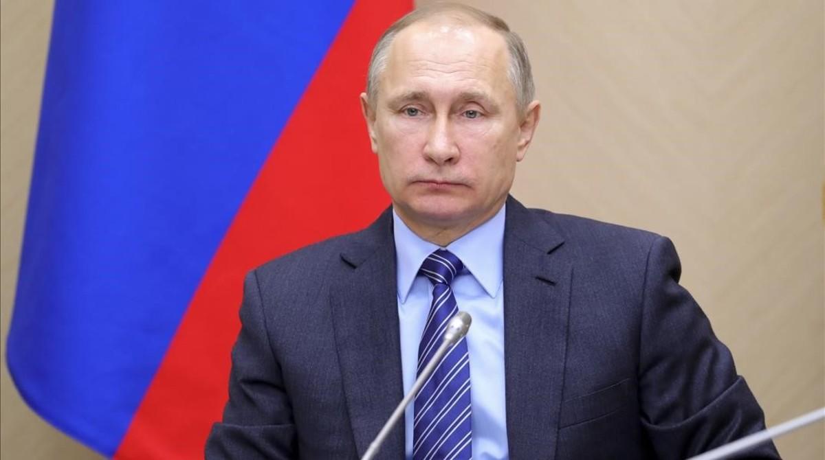 Putin durante una reunión de Gabinete, en la residencia de Novo-Ogaryovo, en las afueras de Moscú, el 17 de febrero.