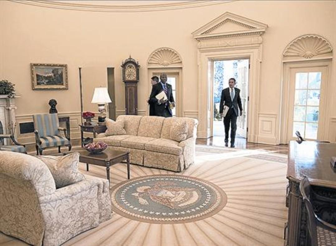 records Des del primer cop que Obama va trepitjar el Despatx Oval (a dalt) el 2009, va mantenir una vida familiar i el treball solidari. Michelle va crear un jardí (esquerra) que li va ensenyar a no témer el fracàs.