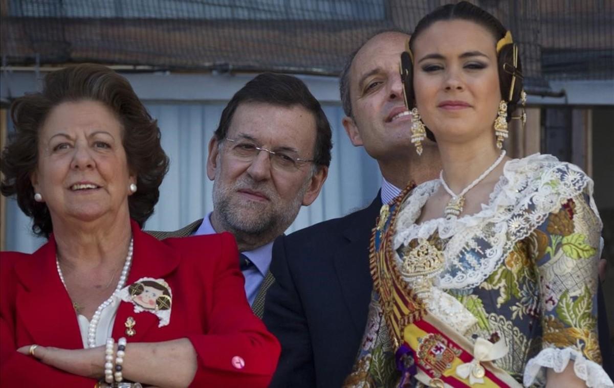 Barberá acompañada por Mariano Rajoy y Francisco Camps junto a la Fallera Mayor en marzo del 2011.