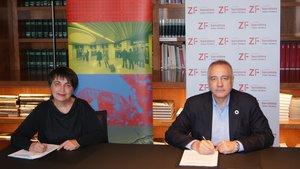 Rosa Alarcón, presidenta de TMB, y Pere Navarro, delegado especial del Estado en el CZFB, firman el convenio de colaboración.