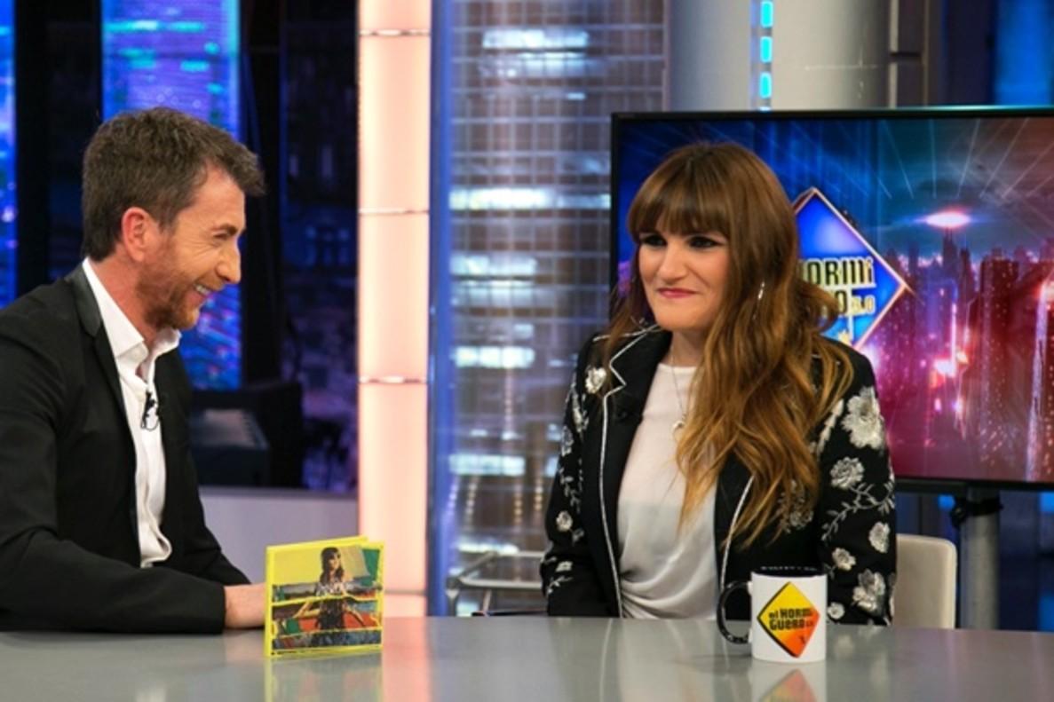 Rozalén homenajea a la madre del pequeño Gabriel en su entrevista en 'El Hormiguero'