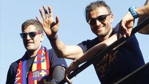 Robert Moreno y Luis Enrique en una imagen del 2016 después de conquistar la Liga el Barça.