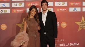 Sergi Roberto, junto a su pareja, este lunes en la Gala de las Estrellas del fútbol catalán.