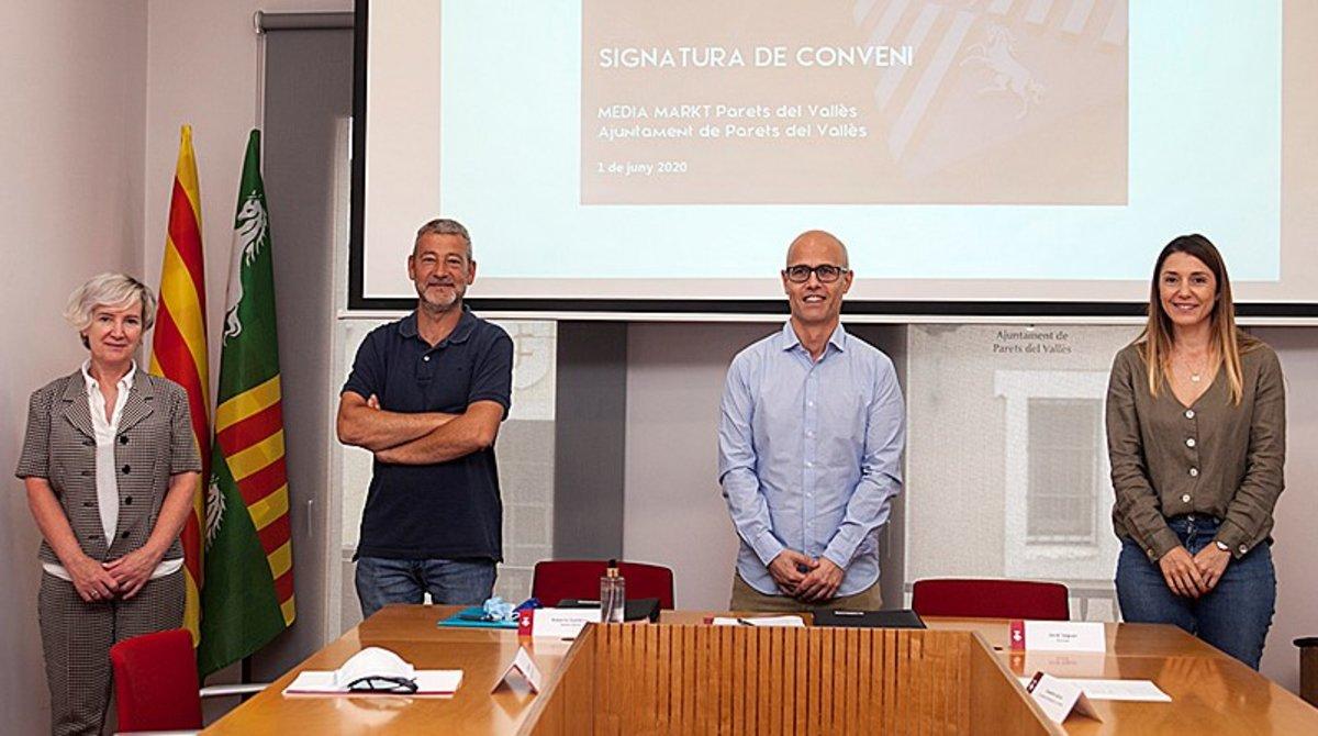 Firma del convenio entre el Ayuntamiento de Parets y Media Markt.