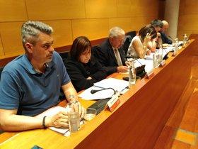 El síndico de Gavà (centro) en el Pleno municipal de este jueves