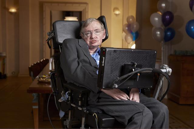 TELEVISION DISCOVERY MAX - Una noche en el universo con Stephen Hawking Stephen Hawking at Gonville & Caius College, Cambridge.