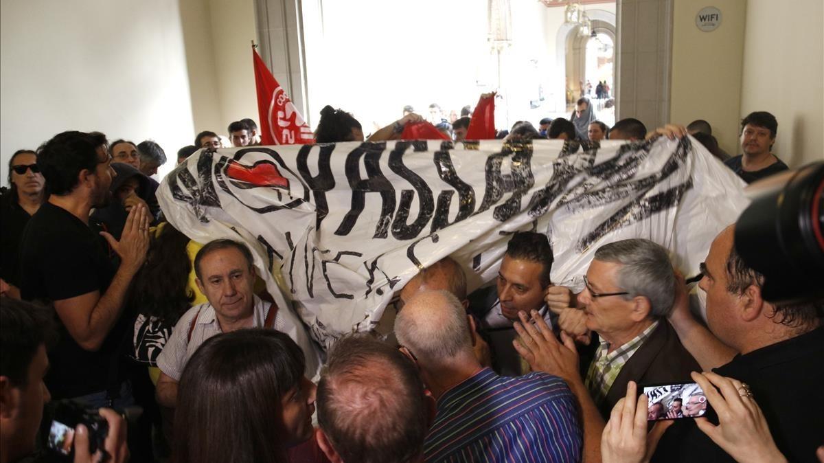 Protesta en la UB por un acto de Societat Civil Catalana