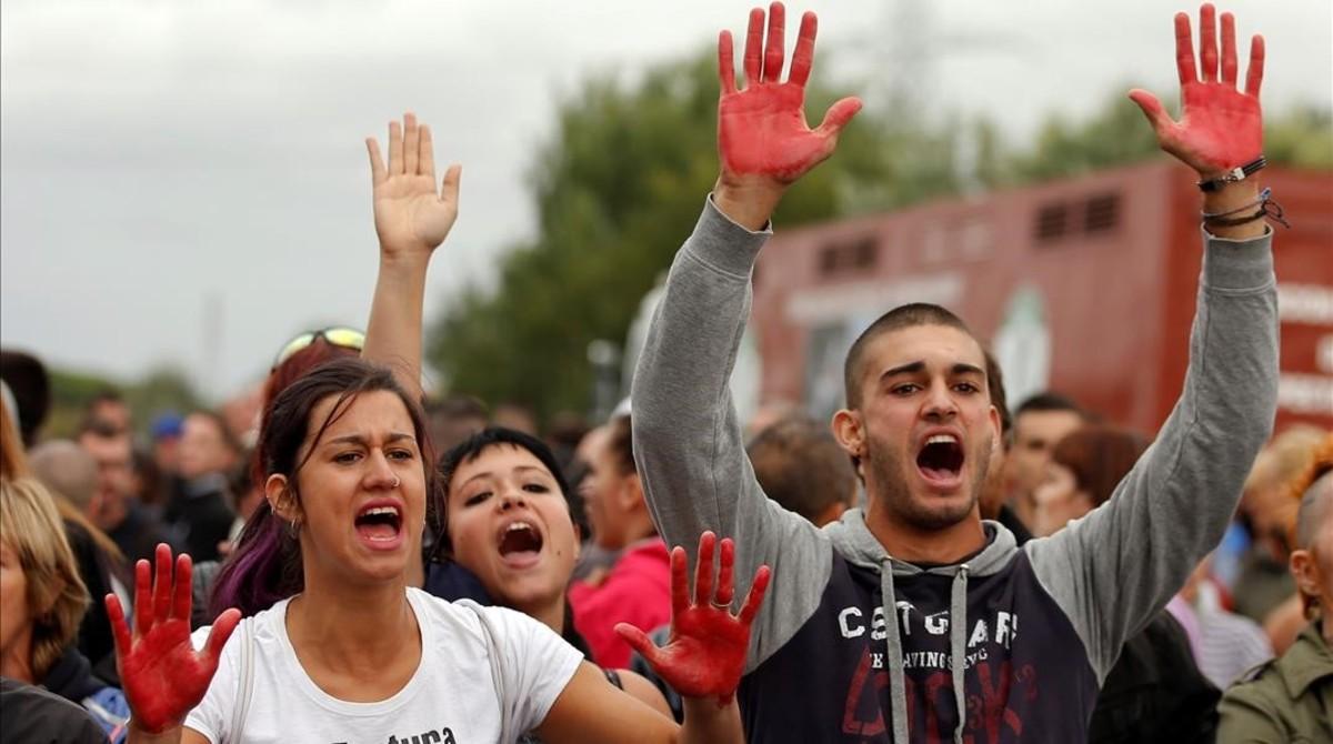 Antitaurinos en Tordesillas, contra el Toro de la Peña.