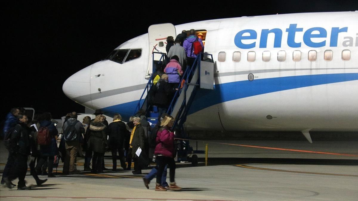 Tres aviones han despegado del aeropuerto de Lleida-Alguaire, esta mañana, dirección a Bruselas.
