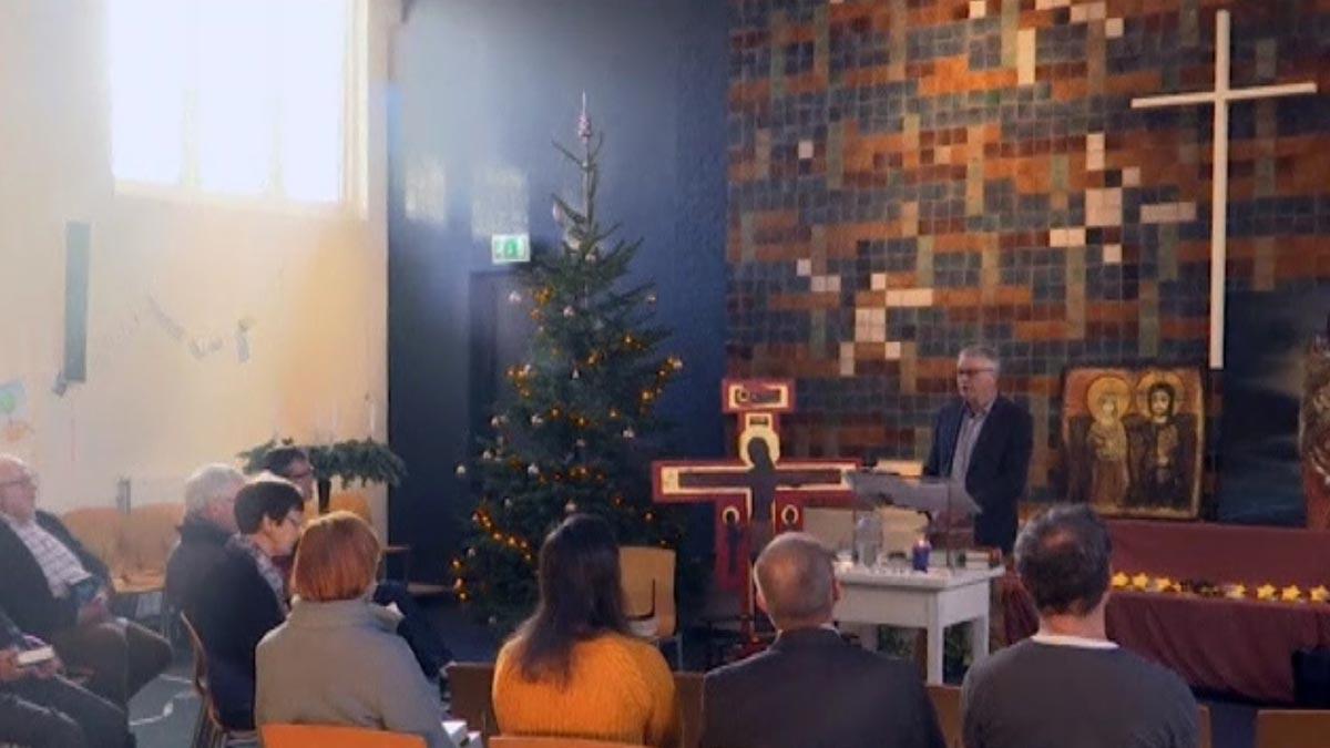 Una iglesia en Holanda lleva un mes celebrando misas las 24 horas para que no deporten a una familiade refugiados.