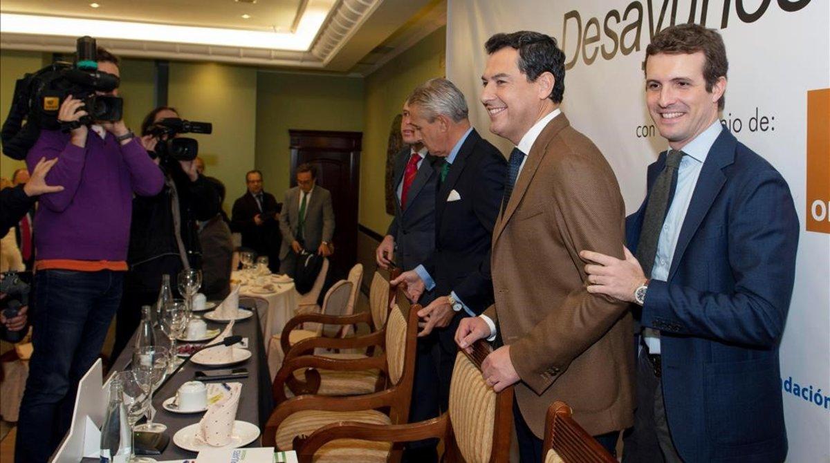 El presidente del PP, Pablo Casado, y el candidato conservador a la Junta de Andalucía, Juanma Moreno, el viernes, en un acto en Jaén.