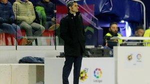Valverde observa el Levante-Barcelona en el Ciutat de Valencia.