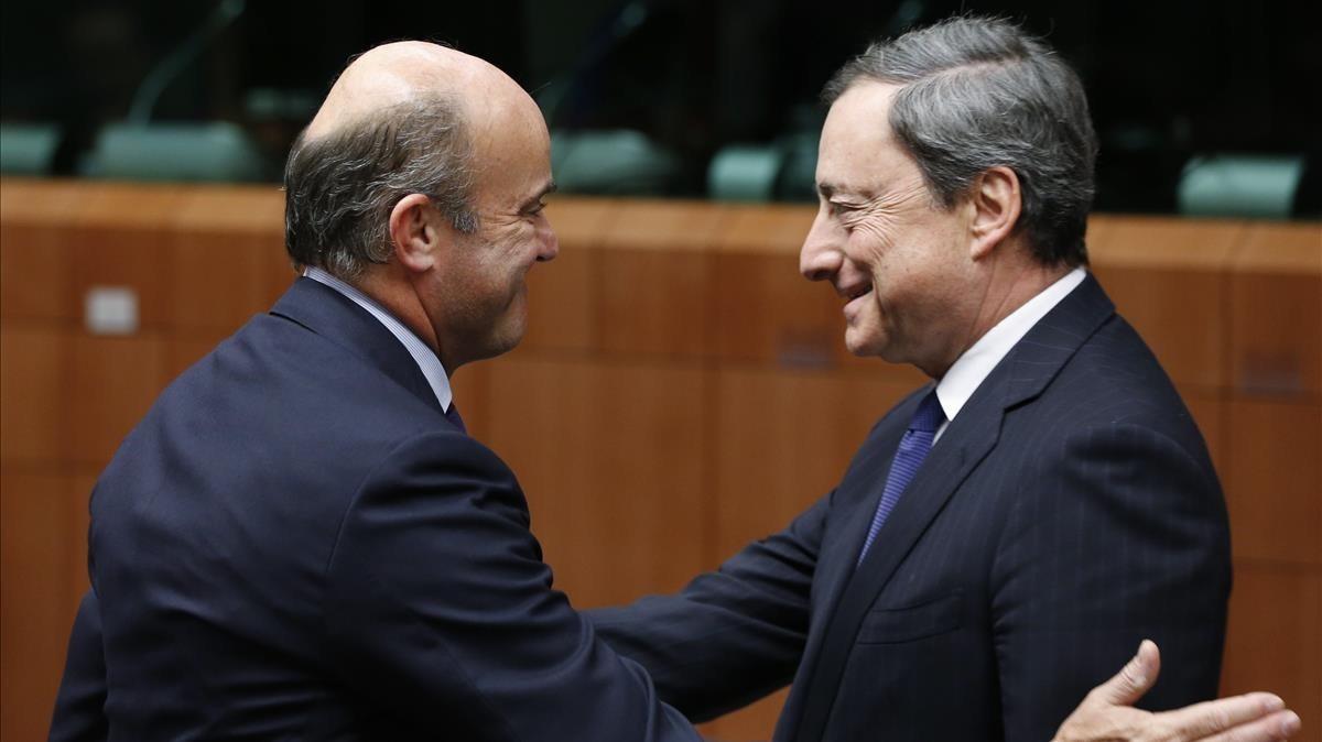 El vicepresidente del BCE, Luis de Guindos, y el presidente, Mario Draghi, en una imagen de archivo.