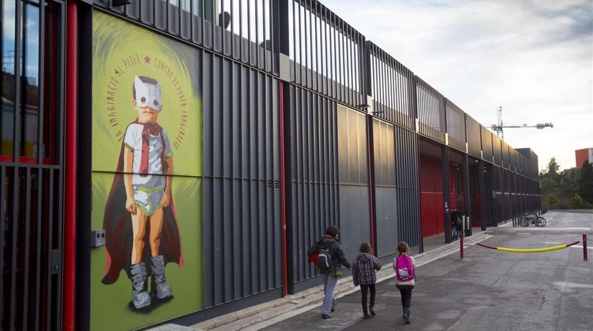 Las paredes del Ateneu Popular de Nou Barris han servido históricamente de escaparate de lujopara artistas callejeros.