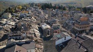 Vista aérea de la localidad italiana de Amatrice tras un terremoto en agosto de 2019.