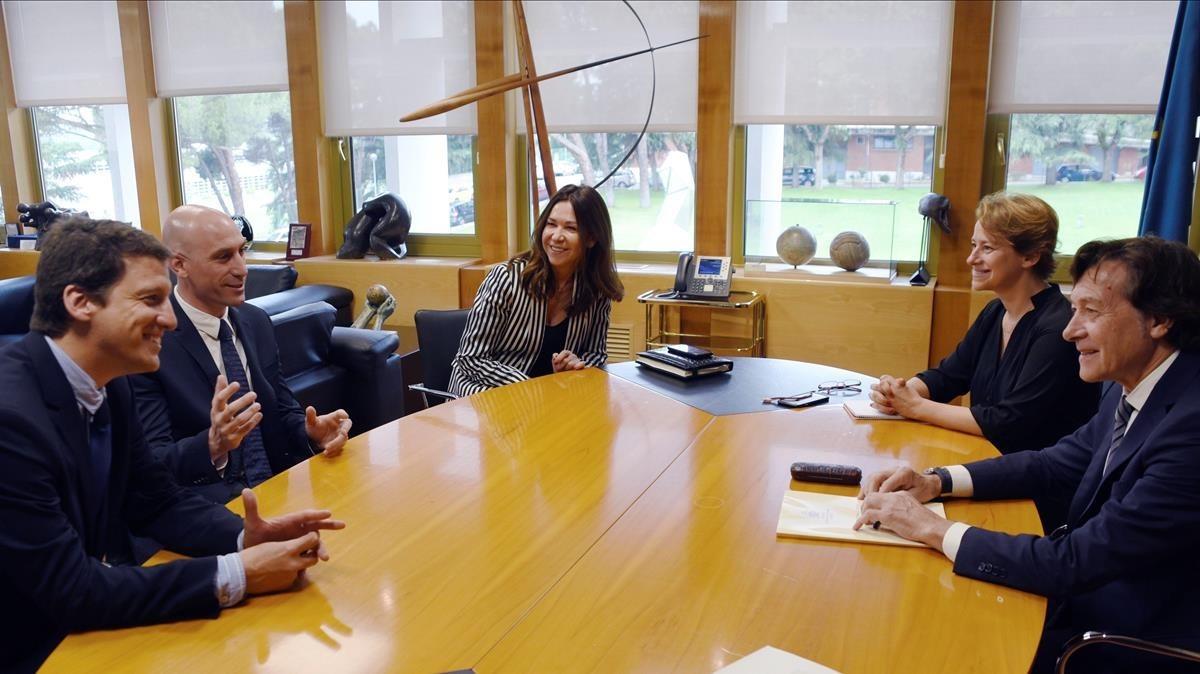Encuentro en el CSD entre José Ramón Lete (derecha) y Luis Rubiales.