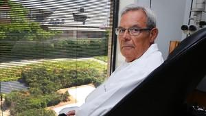El oftalmólogo Fernando Mascaró, en su consulta del Centro Médico Teknon.