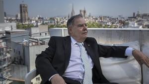 Josep Mestres Blanch, en la terraza de su hotel, en el Raval.