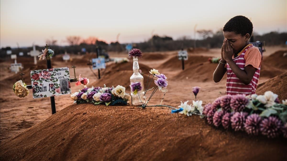 Un niño en el cementerio de Gochas (Namibia).