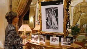 Exposición sobre los cien años de El Palace, en su vestíbulo.