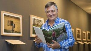 El fotoperiodista Gervasio Sánchez, en la exposición 'Activistas por la vida' que presenta en el Arts Santa Mònica.