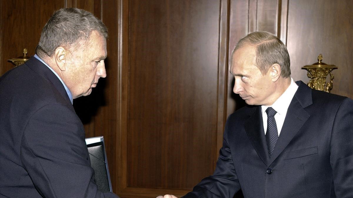 Zhinirovski saluda a Putin, en un encuentro en el 2004.