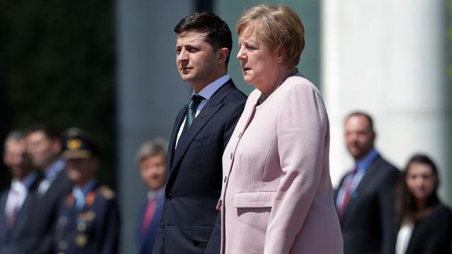 Preocupació per la salut de Merkel a Alemanya després de patir tremolors