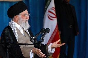 TEHERANIRANEl lider supremo de IranAli Jameneipronuncia un discurso ante decenas de miles de voluntarios islamicos Basij en el estadio Azadi de TeheranEFEOficina Lider Supremo IraniFOTO CEDIDASOLO USO EDITORIALNO VENTAS