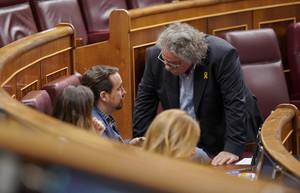 Pablo Iglesias y Joan Tardà durante la sesión parlamentaria.