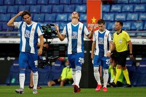 Los futbolistas del Espanyol saltan al terreno de juego en el último partido.