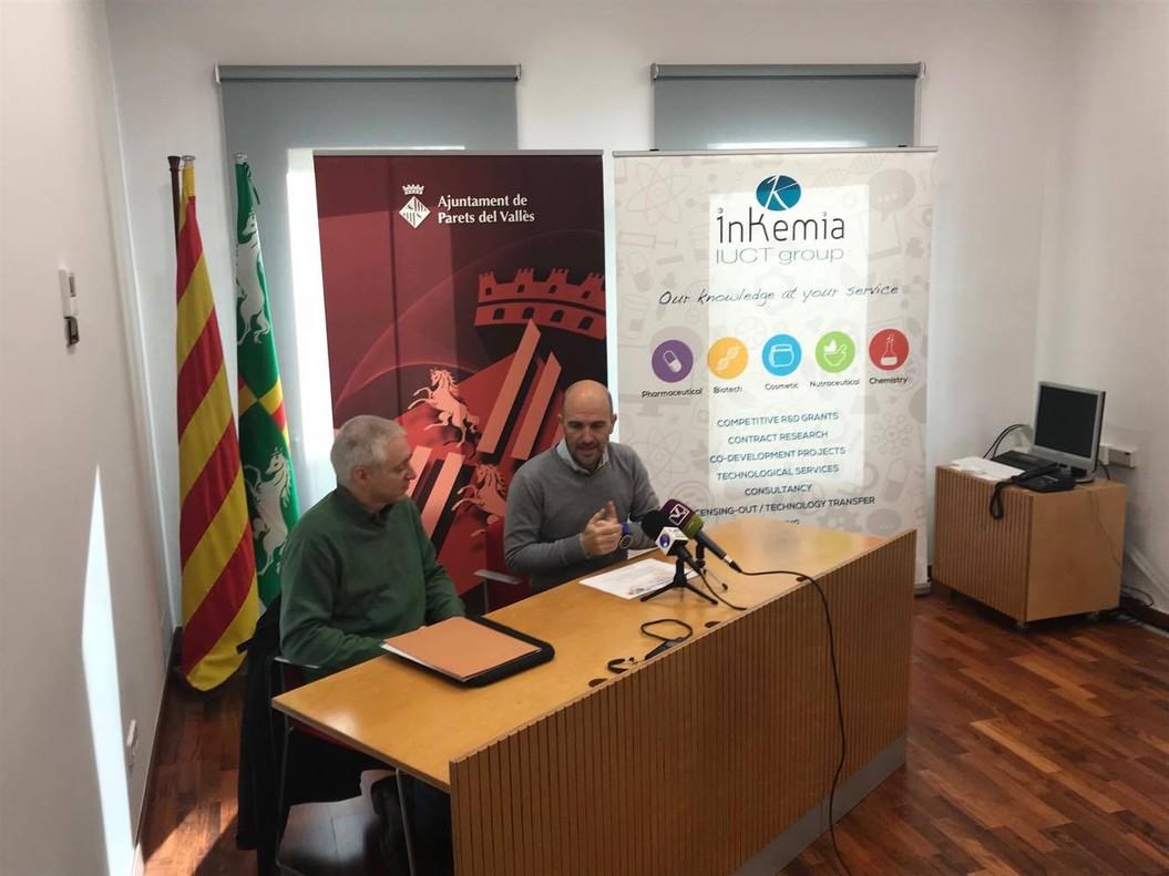 El alcalde de Parets, Sergi Mingote, y el presidente de Inkemia IUCT, en rueda de prensa.